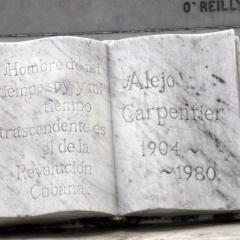 """La tumba del autor de """"El siglo de las luces""""."""