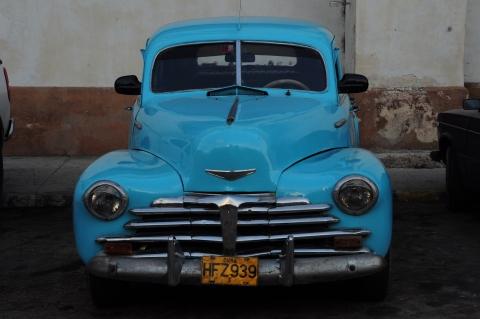 Viejos carros por todas partes